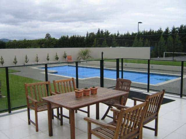 BE A RESPONSIBLE POOL OWNER: INSTALL A GLASS POOL FENCE